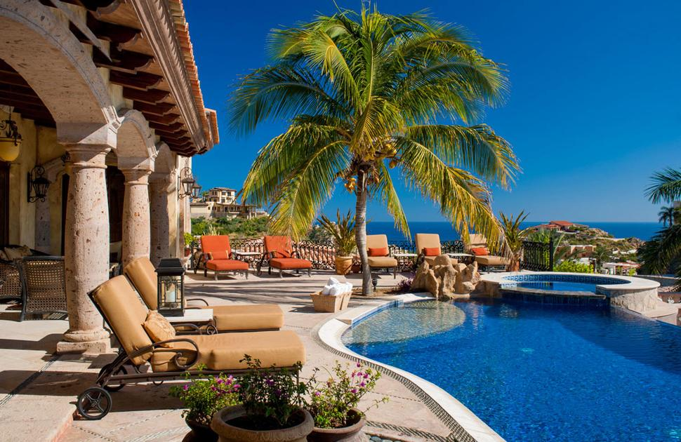 pedregal hindu personals The pedregal is a wealthy residential area built on top of (and using) the volcanic stone from the eruption of the xitle volcano  hostel mexico city,.